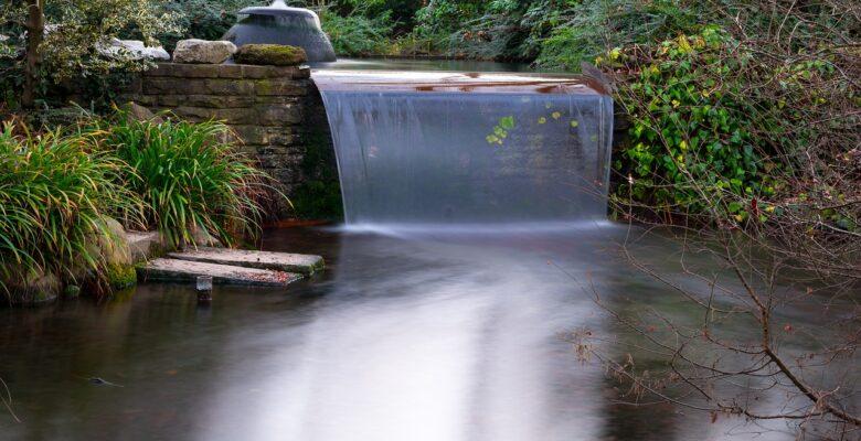 Een waterval aanleggen in je eigen tuin - diezeijn