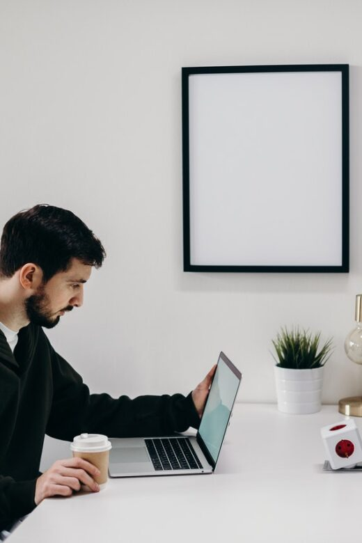 Kantoormeubelen en de juiste kantoorinrichting voor thuiswerken